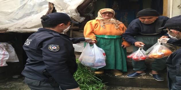 Hatay Emniyet Müdürlüğü'nden 65 yaş üstü vatandaşlara yardım