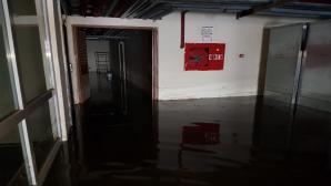 Hatay Büyükşehir Belediyesi'ne Bağlı İskenderun İtfaiye Ekiplerinden Su Baskınına Anında Müdahale