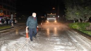 Hatay Valiliği'nin Trafiğe Kapattığı Yolları Antakya Belediyesi Yıkayarak Dezenfekte Etti