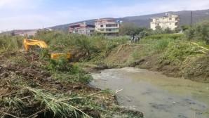 Hatay Büyükşehir Belediyesinden  Yaylıca Mahallesinde Dere temizliği