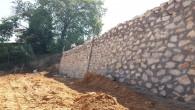 Hatay Büyükşehir Belediyesi'nden Defne Yeşilpınar'a taş duvar