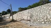 Hatay Büyükşehir Belediyesi taş duvar örme çalışmalarını sürdürüyor