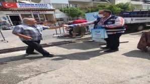Antakya Belediyesi Pazarlarda maske dağıtımını sürdürüyor