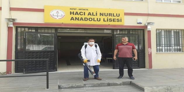 Sınav yapılacak okullar dezenfekte ediliyor