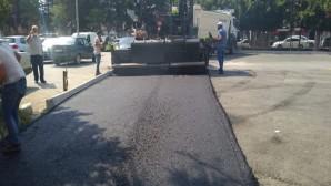 Hatay Büyükşehir Belediyesi İskenderun Devlet Hastanesi Acil Girişinin önünü asfaltladı