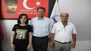 LGS Türkiye birincisi Bedia Deniz Doğru Başkan Refik Eryılmaz'ı ziyaret etti