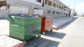 Rengarenk çöpleri Samandağına renk kattı