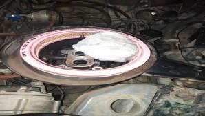 Otomobilin motor kısmında uyuşturucu maddesi ele geçirildi
