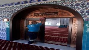 Antakya Belediyesi İbadethaneleri temizliyor