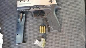 Silah ticareti yapan iki kişi yakalandı