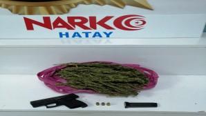 Uyuşturucu madde kullanan 2 kişi esrar ve tabanca ile birlikte yakalandı