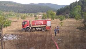 Hatay Büyükşehir Belediyesi itfaiyesi Dörtyol'daki yangına da müdahale etti