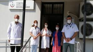 Sağlık çalışanları saygı duruşunda bulundu