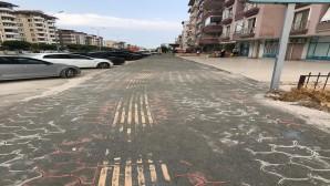 Hatay Büyükşehir Belediyesi, İskenderun'da yıpranan kaldırımları yeniliyor