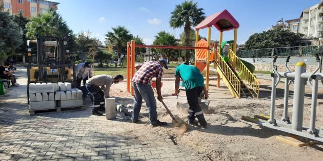 Antakya Belediyesi'nin Park ve Yeşil alanlarda bakım ve onarım çalışmalarını sürdürüyor