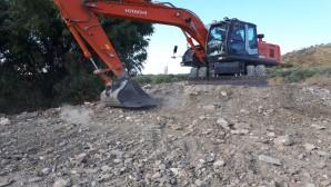 Hatay Büyükşehir Belediyesinden Altınözü Babatoruna Dere ve Kanal temizliği