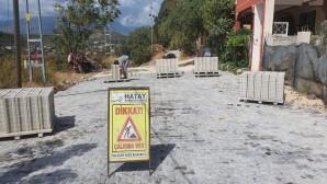 Hatay Büyükşehir Belediyesi'nden Defne Yeniçağ'a kilitli parke taşı