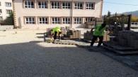Hatay Büyükşehir Belediyesinden Samandağ Kuşalanı Anadolu Lisesi bahçesine kilitli parke taşı