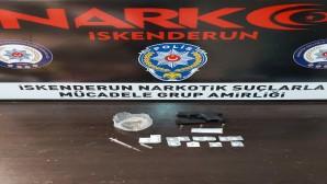 Uyuşturucu ticareti yapan iki kişi yakalandı