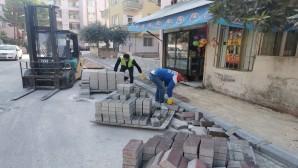 Antakya Belediyesi, asfalt çalışmaları tamamlanan sokaklarda kaldırımları yeniliyor