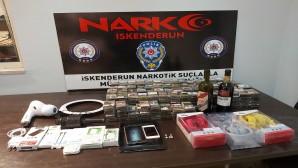 İskenderun'da captagon, extacy hap, elektronik malzeme, sigara ve içki yakalandı