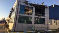 Kırıkhan ilçesindeki kimyasal malzeme üretimi yapan fabrikadaki  yangına Hatay Büyükşehir Belediyesi itfaiyesinde zamanında müdahale!