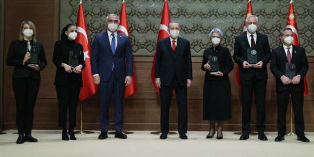 Antakya Medeniyetler korosu ödülünü Cumhurbaşkanı Erdoğan'ın elinden aldı
