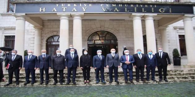 Ulaştırma ve Altyapı Bakanı Adil Karaismaoğlu'ndan Hatay Valiliğine ziyaret