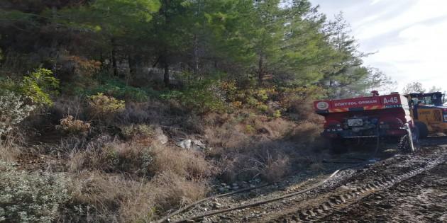 Hatay Büyükşehir Belediyesi İtfaiyesi Erzin'deki yangını kısa sürede kontrol altına aldı