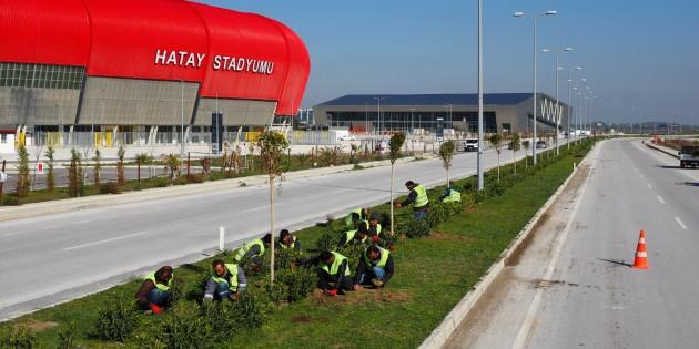 Hatay Büyükşehir Belediyesi Yeni stad ile Şehir Hastanesi güzergahında refüj düzenlemesi yaptı