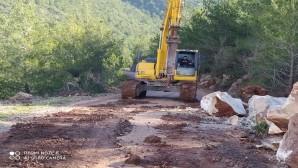 Hatay Büyükşehir Belediyesi'nden Yayladağ'ında yol çalışması