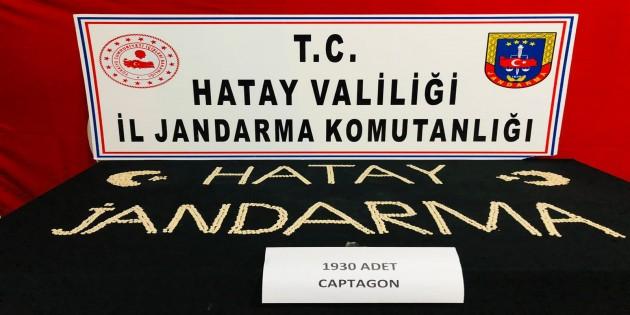 Jandarma bir Suriyeli de 1930 adet captagon habı yakaladı