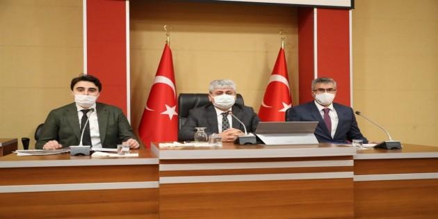 Vali Rahmi Doğan sınır ötesine yardım götüren STK Temsilcileri ile Bir Araya Geldi