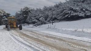 Hatay Büyükşehir Belediyesi kardan kapanan yolları açtı