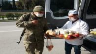 Başkan Yılmaz'dan kısıtlamada görev yapan Polis ve Askere sıcak çorba ikramı