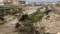 Hatay Büyükşehir Belediyesi dere yataklarını temizlemeyi sürdürüyor