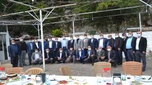 AKP İl Başkan Yardımcısı Hasan Arslan Batıayaz'da muhtarlarla bir araya geldi