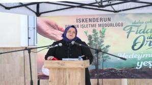 Çalışma ve Aile Bakanı Zehra Zümrüt Selçuk Hatay'da Fidan dikti ve bir dizi ziyaretlerde bulundu