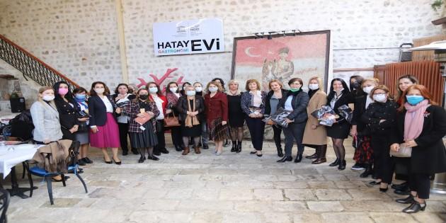Başkan Savaş, Hatay'ın Kadın Sivil Toplum Kuruluşları temsilcileriyle bir araya geldi