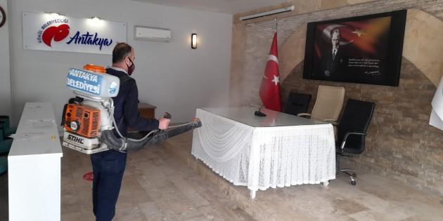 Antakya Belediyesi'nin Dezenfekte çalışmaları devam ediyor