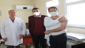 Samandağ Belediye Başkanı Refik Eryılmaz Korona virüs aşısı oldu