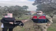 Jandarma, yeni gelin Bayan'ın unuttuğu  içinde ziyanet eşyaları bulunan çantasını teslim etti