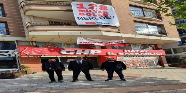 Hatay CHP'de 128 Milyar Dolar Nerde pankartını astı