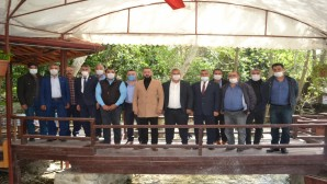 AKP Samandağ İlçe Koordinatörü Hasan Arslan Dağ bandındaki Muhtarlarla bir araya geldi