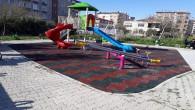 Antakya Belediyesinden parklarda kauçuk zemin kaplama çalışmaları