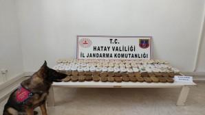 Suriye'den Türkiye'ye Traktörle geçirilmek istenen 61 Kilo plaka esrar yakalandı