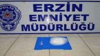 Erzin'de bir araçta 101 gram metamfetamin maddesi yakalandı