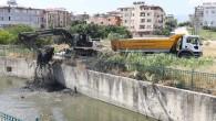 Hatay Büyükşehir Belediyesinden dere ve yağmur suyu kanalı temizliği!