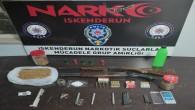 İskenderun'da  4 kişinin evinde yapılan aramada uyuşturucu madde  ile 2 Av tüfeği yakalandı