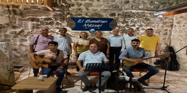 """Antakya El Sanatları Müzesinde """"Türküler'de, şiirlerde Bayram"""" dinleyenleri mest etti"""